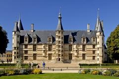 Le-Palais-Ducal-de-Nevers-scaled
